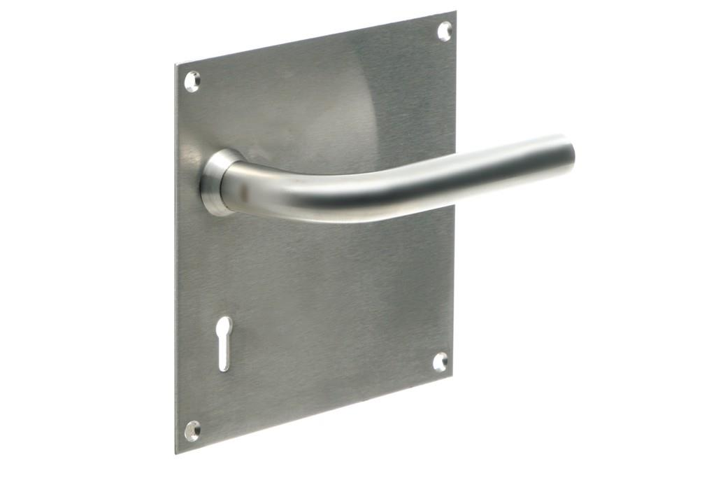 6166 - 6003 Handle on 150mm x 150mm Backplate